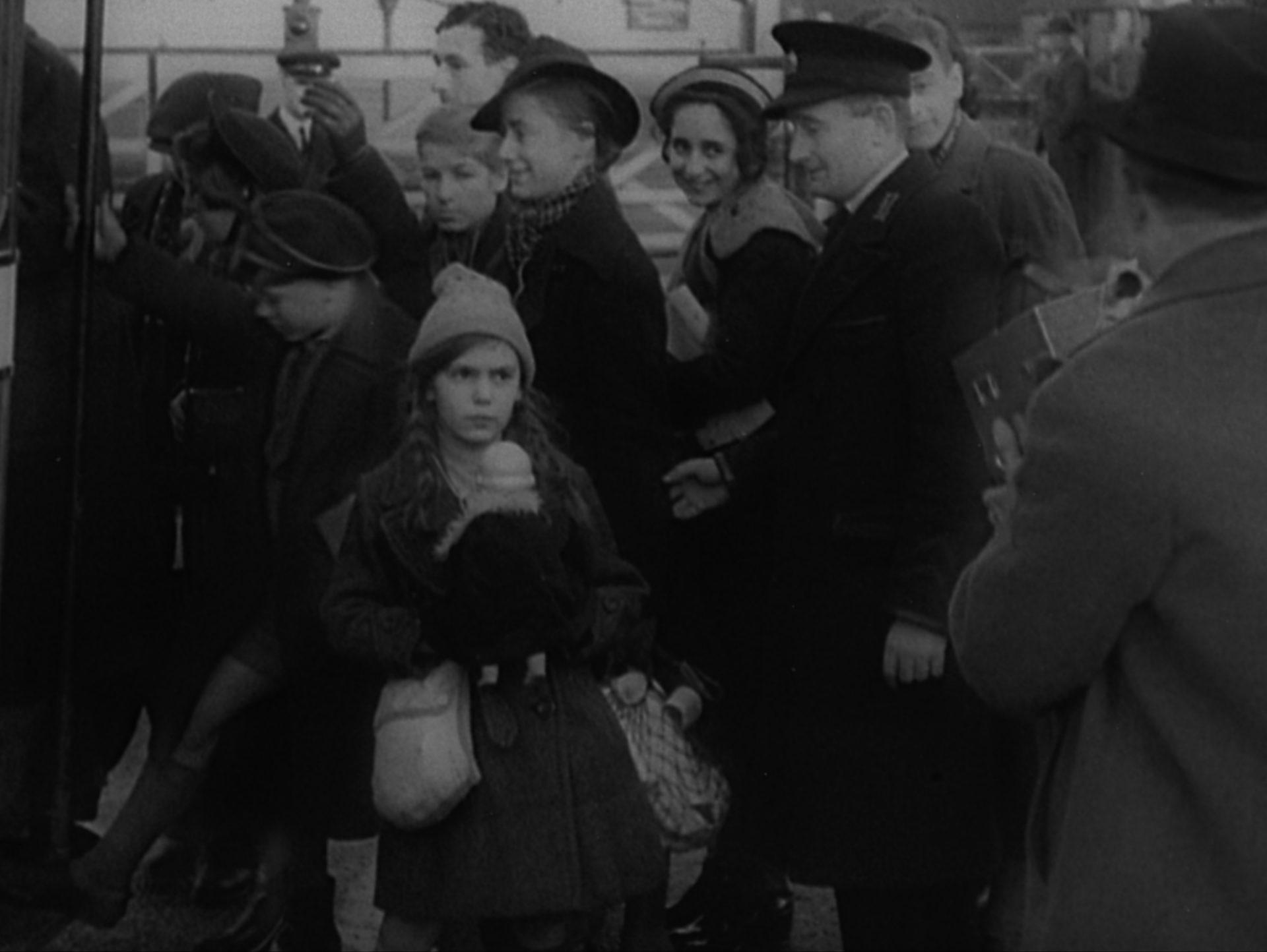 Kinder-Transport 1938. German Jewish Children reach England